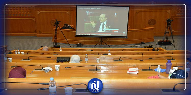 نواب يواكبون الجلسة العامة  عن بعد بالمقرّ الفرعيّ للبرلمان