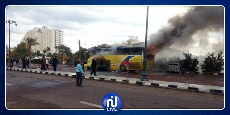تفجير حافلة سياحية مصرية