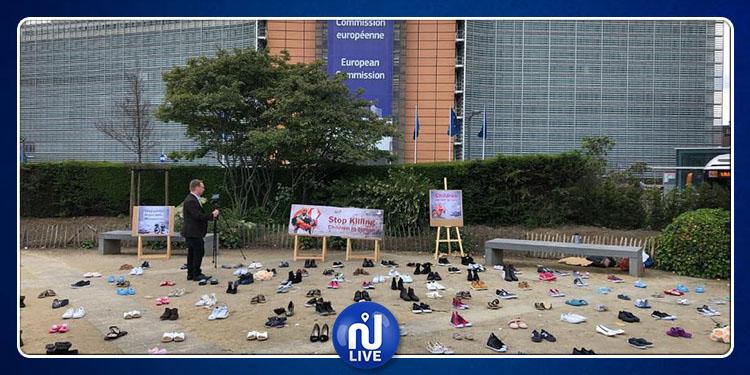 احتجاجا على تواصل الحرب باليمن.. أحذية أطفال أمام المفوضية الأوروبية