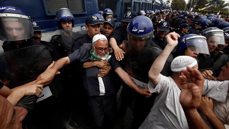 الجزائر: المتظاهرون يطردون إسلاميين طالبوا بإقامة دولة دينية