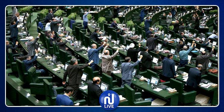 إيران: هتافات ''الموت لأمريكا'' تصدح داخل البرلمان