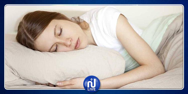 دراسة تكشف عن سبب زيادة وزن المرأة عند النوم