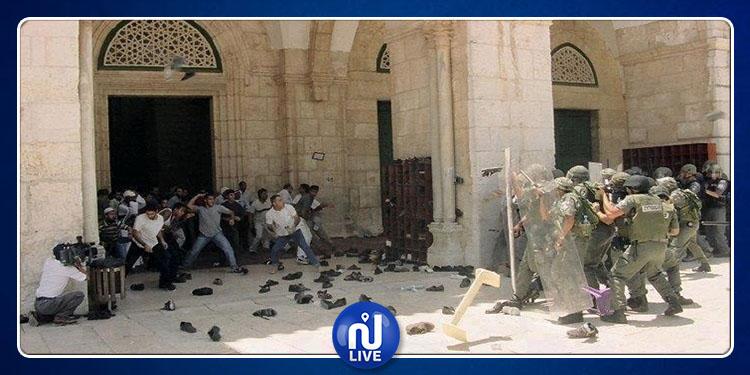 القوات الصهيونية تعتدي على المصلّين في المسجد الأقصى