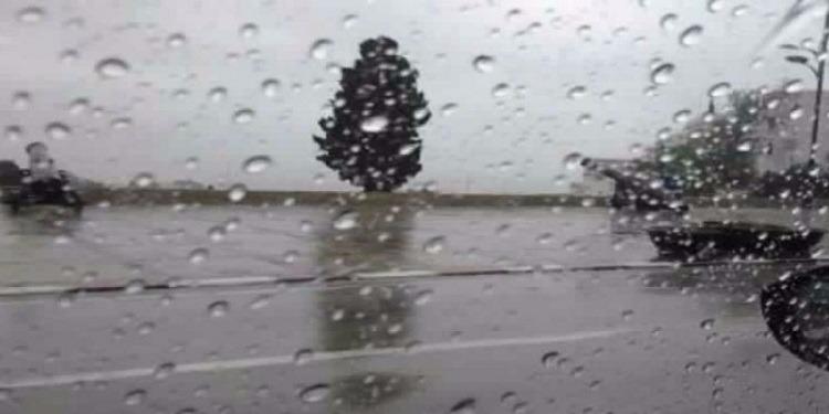 تطاوين: أعوان الحماية المدنية ينقذون عددا من المواطنين بعد أن علقوا بسبب الأمطار