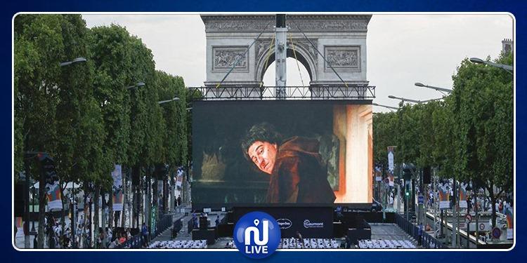 Champs-Élysées : Une séance de cinéma en plein air
