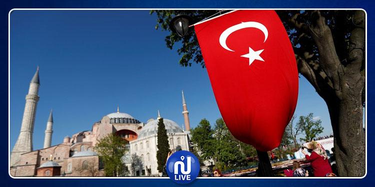 تركيا تعلن تعديل تأشيرات دخول الأجانب