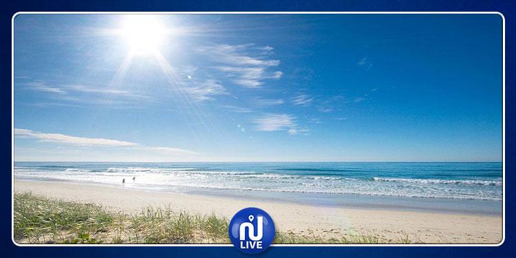 حرارة الطقس تصل إلى 47 درجة والسباحة ممنوعة بهذه الشواطئ