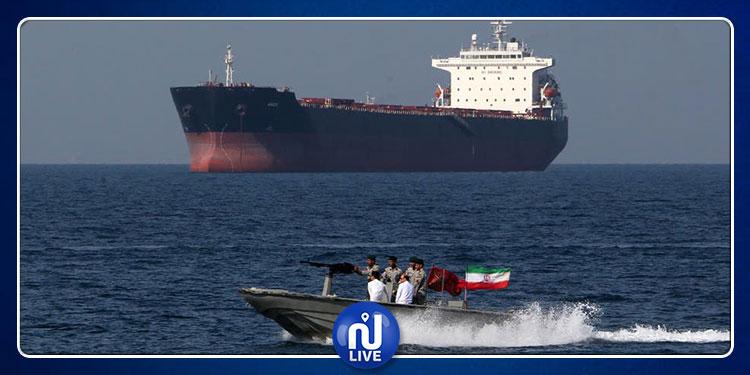 الحرس الثوري الايراني يرفع الآذان من ناقلة بريطانية (فيديو)