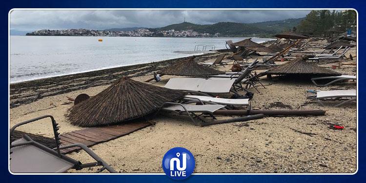 اليونان: مقتل 6 سياح وإصابة العشرات جراء العواصف والرياح