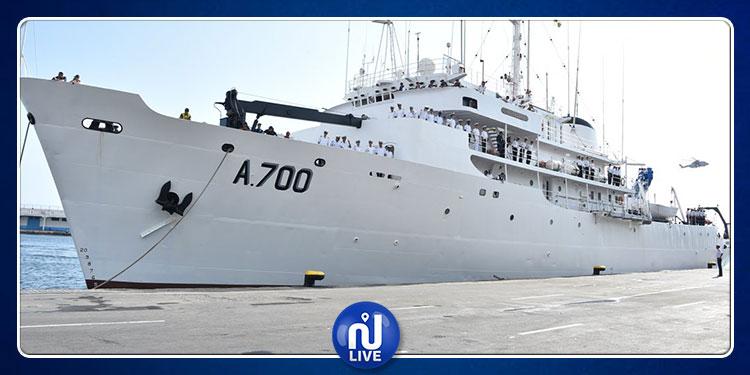 السفينة العسكرية ''خير الدين A-700'' ترسو بميناء الجزائر (صور)