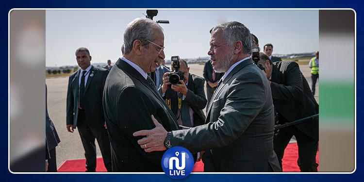 ملك الأردن يصل تونس ويقدم العزاء في وفاة الباجي قايد السبسي (صور)