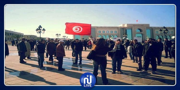 خرّيجو الإجازة في التربية يحتجّون أمام مقر رئاسة الحكومة