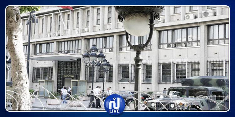 أمنيون معزولون يعتصمون أمام وزارة الداخلية