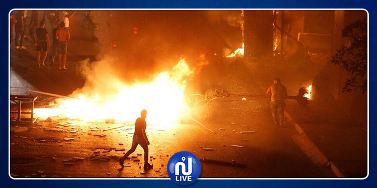 الحكومة اللبنانية تتراجع عن فرض ضريبة على ''واتساب'' إثر احتجاجات عارمة