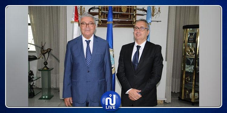 كريم الجموسي يتسلم مهام وزير الدفاع الوطني بالنيابة