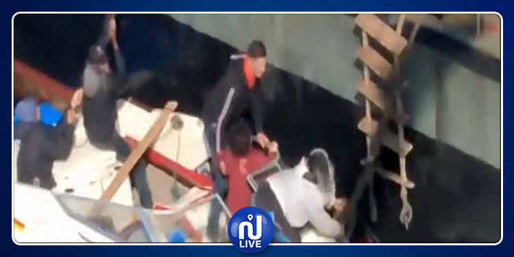 إنقاذ 15 مهاجرا قبالة السواحل الجزائرية (فيديو)