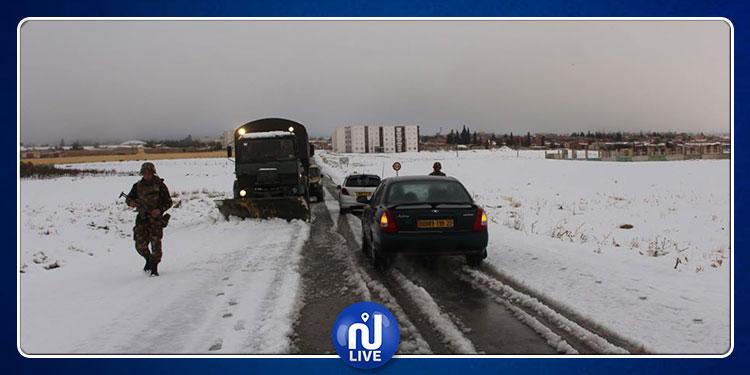 الثلوج تعزل قرى جزائرية والجيش يتدخل