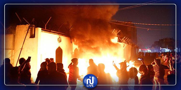العراق: متظاهرون يضرمون النار في قنصلية إيران في النجف