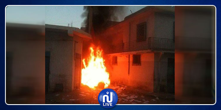 سيدي بوزيد: حرق منزل عائلة شاب قتل ابنه عمه إثر جلسة خمرية