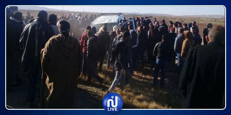 القصرين: إصابة 11 شخصا في اصطدام سيارة أجرة بشاحنة