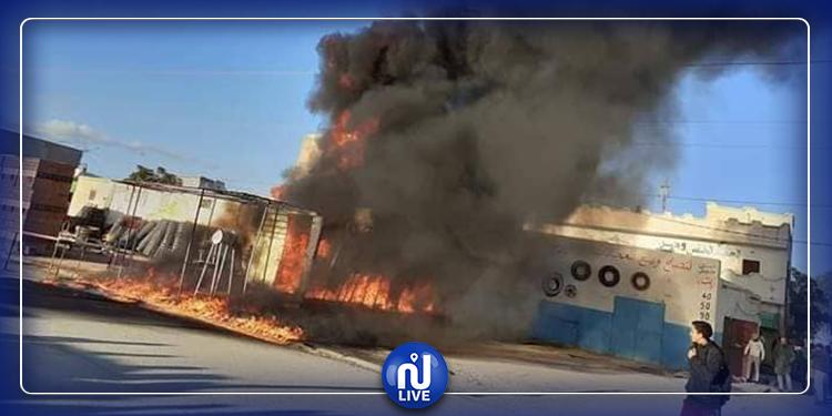اندلاع حريق هائل في محل لبيع البنزين المهرّب