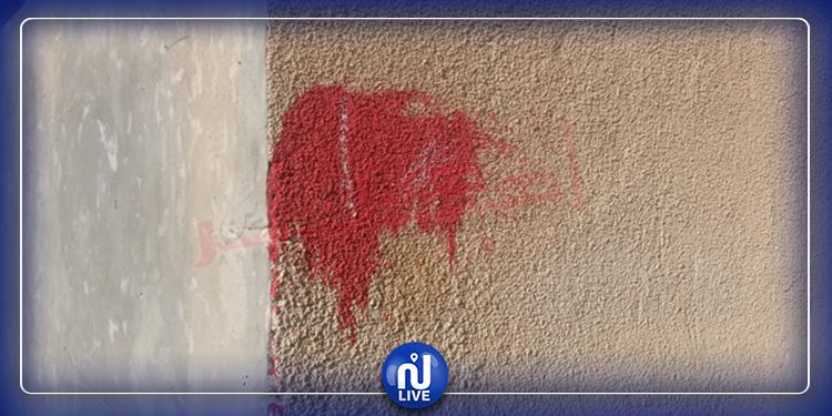 مجاز الباب: علامات حمراء على بلور سيارات وجدران منازل 6 أمنيين