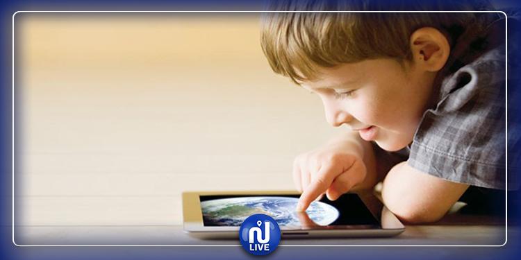 دراسة حديثة: قضاء وقت طويل أمام الشاشات يعرض الأطفال لهذه المخاطر