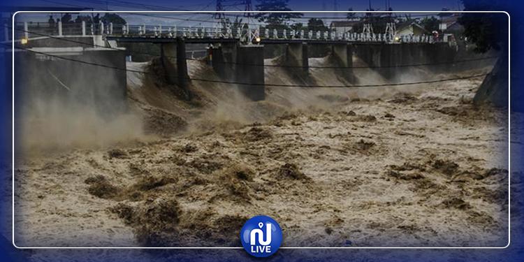 إنهيار جسور وإغلاق طرقات...الفيضانات تجتاح إيران