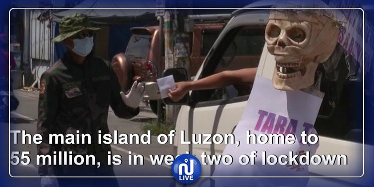 Philippines: Cercueils et crânes pour forcer les gens à rester chez eux (Vidéo)