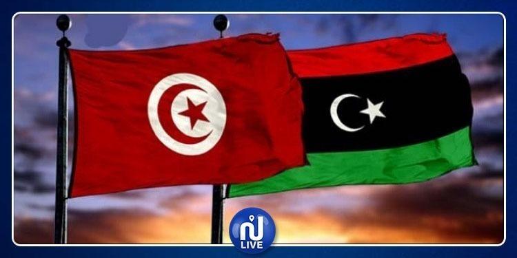 Le président de la République préside une réunion pour examiner la situation en Libye