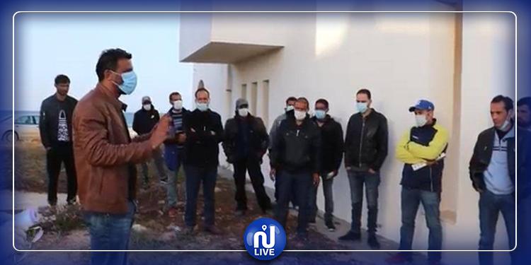 تونسيون عالقون في الحدود: بلدية صبراتة الليبية تتكفل بهم!