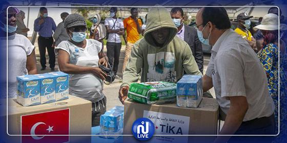 تركيا توزع مساعدات على عائلات إفريقية في تونس