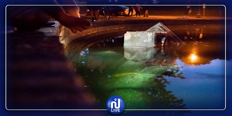 محتجون أمريكيون يطيحون بتمثال كريستوف كولومب ويغرقونه في بحيرة