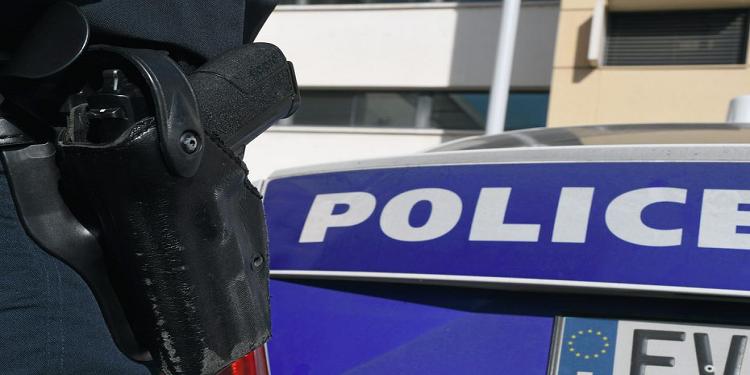 فرنسا: عنّفها زوجها ''الكاثوليكي'' فاتصلت بالشرطة واتهمته بأنه إسلامي متطرف!