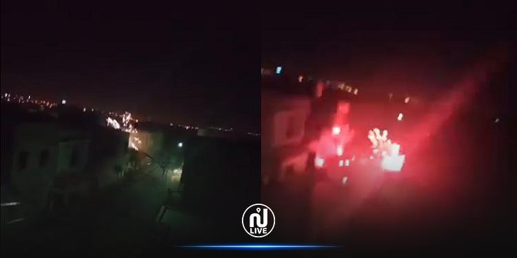 معركة عنيفة في المنيهلة والأمن يتدخل (فيديو)