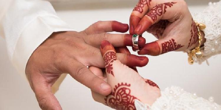 شيخ يدعو لفرض عقوبات وغرامات مالية في حالة المبالغة في مهر الزواج