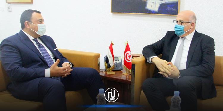 وزير الصحة يبحث سبل تكثيف التعاون الصحي مع مصر