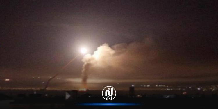 غارة إسرائيلية تقتل 4 مدنيين على الأقل وسط سوريا