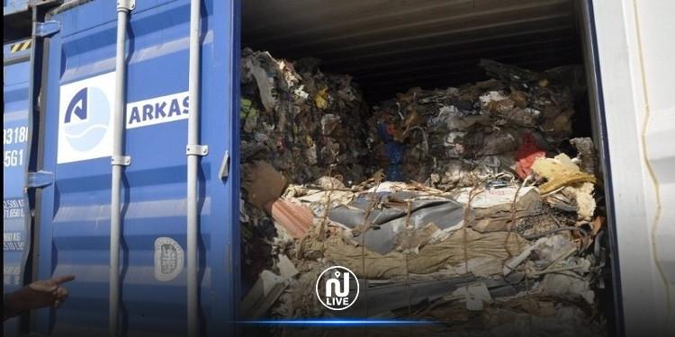تأجيل إعادة حاويات النفايات إلى إيطاليا
