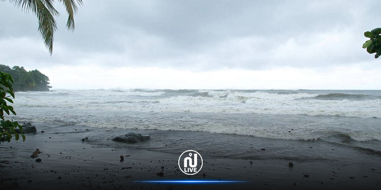 أمواج تسونامي بعد زلزال بقوة 8.1 قبالة نيوزيلندا