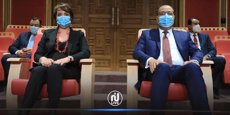 رئيس الحكومة يواكب رفقة قرينته اختتام الدورة 20 لمهرجان الأغنية التونسية