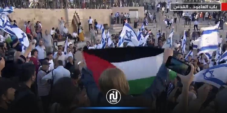 القدس الشريف: تونسية ترفع علم فلسطين وسط مسيرة الأعلام للمستوطنين (فيديو)