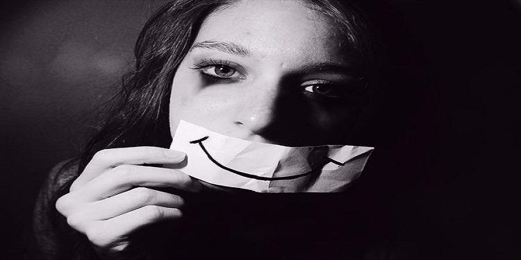 من بينها الهواتف الذكية...علماء النفس يكتشفون أسباب زيادة الاكتئاب لدى المراهقين