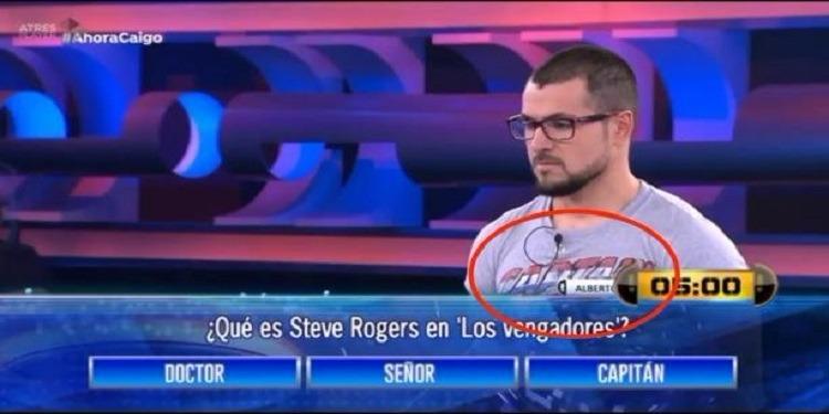 رغم أن الإجابة مكتوبة على قميصه.. متسابق يخطئُ الجواب على سؤال! (فيديو)