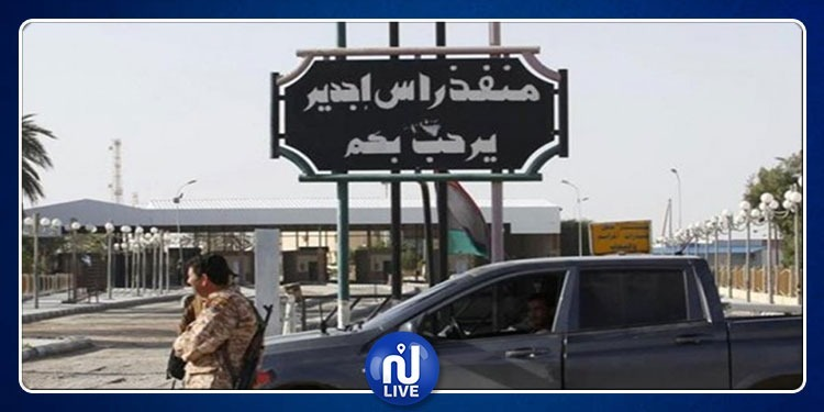 أغلب البعثات الدبلوماسية تغادر ليبيا عبر معبر راس جدير الحدودي