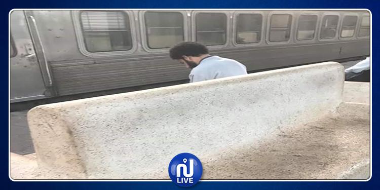 شبيه محمد صلاح يتسبب في فوضى داخل محطة قطار
