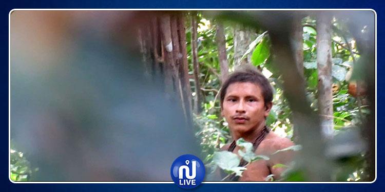 Premier contact avec des indiens coupés du monde au Brésil