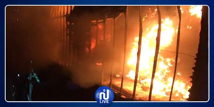 La Manouba: une usine de vêtements d'occasion ravagée par un incendie