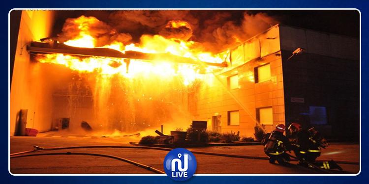 Dar Chaabane : un important incendie dans une usine de recyclage de plastique
