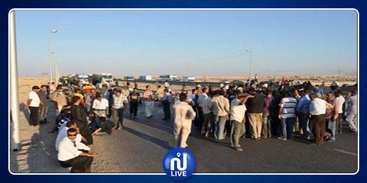 Gafsa : Des citoyens bloquent la route pour protester contre la gréve de la poste